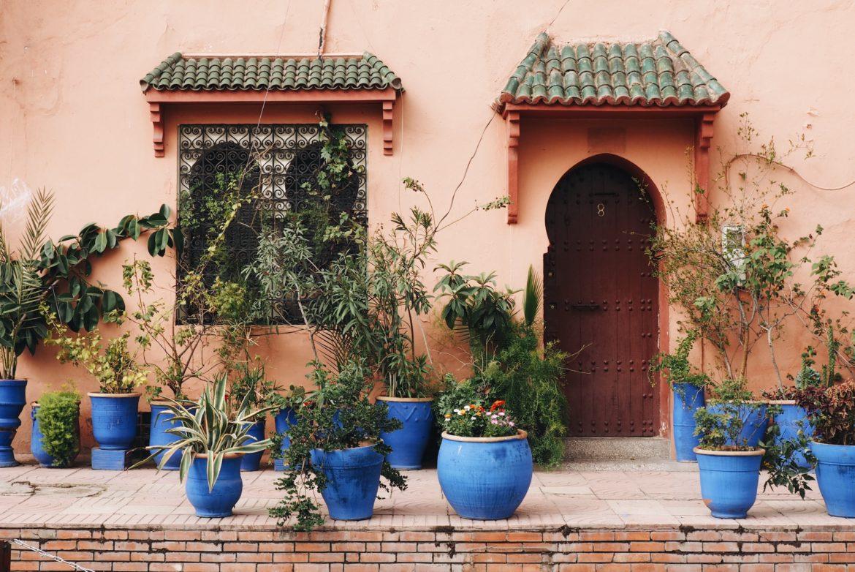 Fachada de una casa tradicional en Marrakech